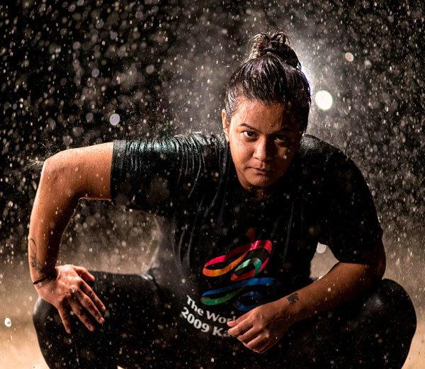 मुंबईत राहणारी हेतल दुवे भारतातील पहिली महिला सुमो पैलवान आहे. - Divya Marathi