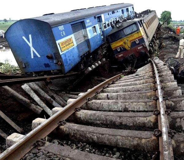 4 ऑगस्ट 2015 रोजी हरदा येथे झाला होता ट्रेन अॅक्सीडेंट. - Divya Marathi