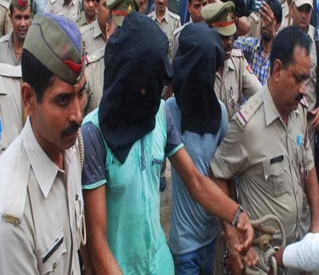 पोलिसांनी या प्रकरणी सलीम बावरिया गँगच्या तीन गुंडांना अटक केली आहे. मात्र सलीम त्यांच्या हातात आला नाही. - Divya Marathi