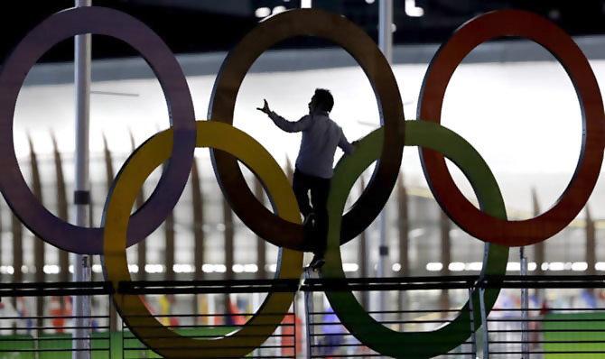 रिओ  ऑलिंपिकचा उद्घाटन सोहळा भारतीय वेळेनुसार शनिवारी पहाटे 4.30 वाजता सुरु होईल. - Divya Marathi