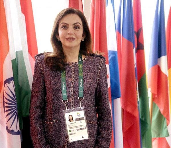 आयओसीवर निवड झालेल्या नीता अंबानी या पहिल्या भारतीय महिला ठरल्या आहेत. - Divya Marathi