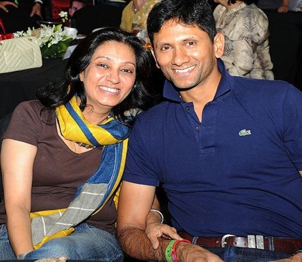 वेंकटेश प्रसाद पत्नी जयंतीसमवेत... - Divya Marathi