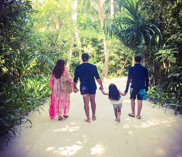 अक्षयने शेअर केलेला आपल्या कुटुंबाचा सुरेख फोटो - Divya Marathi