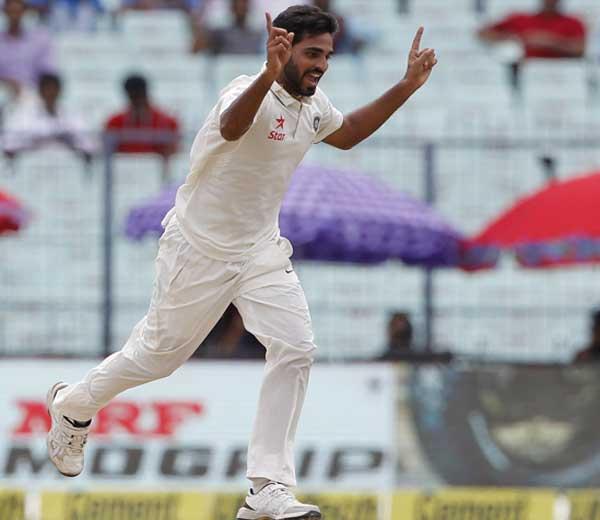 भुवनेश्वर कुमारने 33 धावांत 5 गडी बाद केले. - Divya Marathi