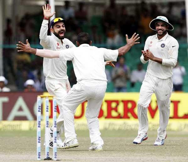 कसोटी क्रिकेट खेळणा-या भारतीय खेळाडूला एका कसोटीसाठी यापुढे 15 लाख रूपये मिळतील. - Divya Marathi
