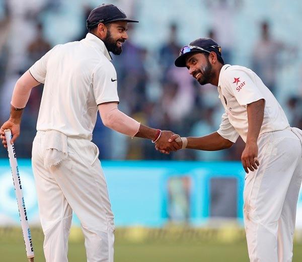 कोलकाता कसोटी जिंकल्यानंतर मस्तीच्या मूडमध्ये विराट आणि अजिंक्य रहाणे... - Divya Marathi