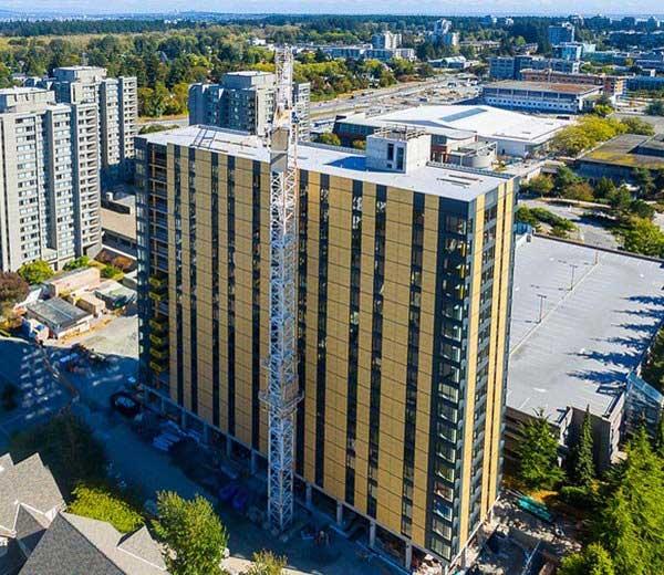 कॅनडात लाकडाने बनवलेली टॉल वूड बिल्डिंग... - Divya Marathi