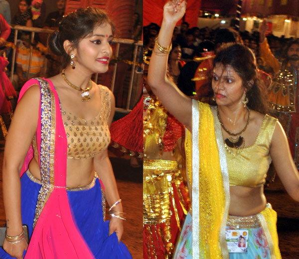 भरपावसातही गरबा प्रेमींचा उत्साह कमी झाला नाही उलट दुणावला. - Divya Marathi