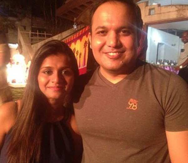 पती शिवदीप लांडे यांच्यासह ममता... - Divya Marathi
