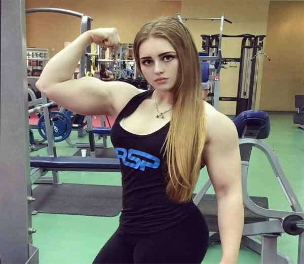 रशियाची 20 वर्षाची बॉडीबिल्डर व तितकीच सुंदर अशी जूलिया विन्स... - Divya Marathi