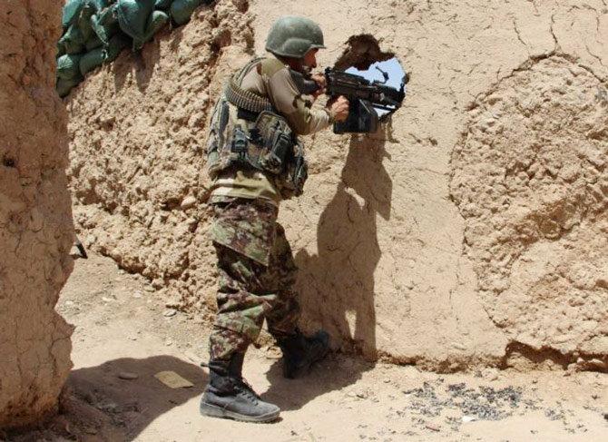 सुमारे 5 महिन्यानंतर तालिबान आणि अफगान सरकारमध्ये शांती वार्ता सुरु झाली आहे. दोन्ही पक्षांत कतारमधील दोहामध्ये सप्टेंबर आणि ऑक्टोबर या काळात दोन मिटिंग झाल्या. - Divya Marathi