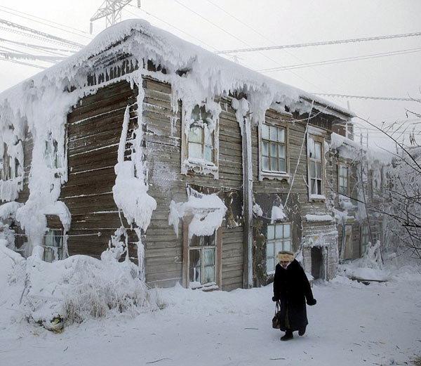 रशियातील ओमेकॉन टाउन हे जगातील सर्वात थंड ठिकाण आहे, येथे टेम्परेचर -67.77 डिग्री सेल्सियस इतके खाली जाते. - Divya Marathi