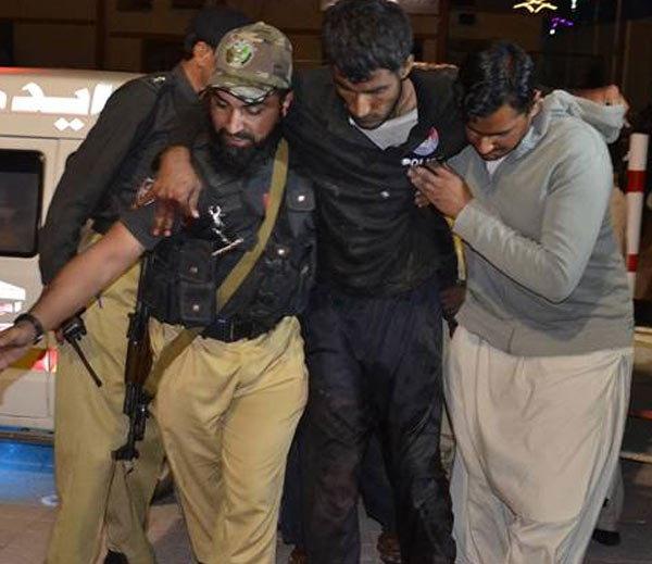 क्वेटा येथील पोलिस प्रशिक्षण केंद्राच्या होस्टेलवर दहशतवादी हल्ला करण्यात आला. - Divya Marathi