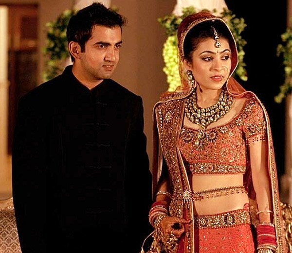 गौतम गंभीर पत्नी नताशासमवेत. त्यांचे लग्न 28 ऑक्टोबर 2011 रोजी झाले होते. - Divya Marathi