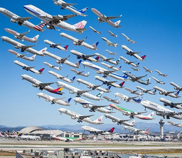 लॉस एंजलिस एयरपोर्ट - Divya Marathi