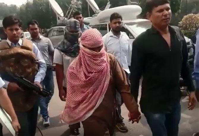 दिल्ली पोलिसांनी पाकस्तानसाठी हेरगिरी करणाऱ्या नागौर येथील मौलाना रमजान आणि सुभाष जहांगिर यांना अटक केली आहे. - Divya Marathi