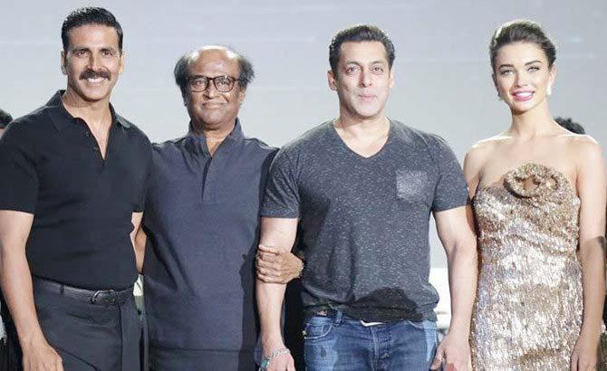 रजनीकांतच्या 2.0 या चित्रपटाचे टिझर नुकतेच लाँच करण्यात आले. त्यावेळी सलमानही उपस्थित होता. - Divya Marathi