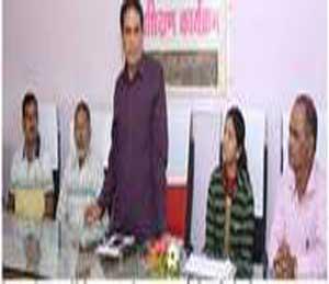 नेहरु युवा केंद्राच्या वतीने रोखमुक्त (कॅशलेस) व्यवहार मार्गदर्शन कार्यशाळेत बोलताना महाराष्ट्र गोवा राज्याचे संचालक उपेंद्र ठाकूर. - Divya Marathi