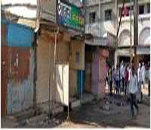 खुनाच्या पार्श्वभूमीवर शहरातील सुभाष चौकात पसरलेला शुकशुकाट. - Divya Marathi