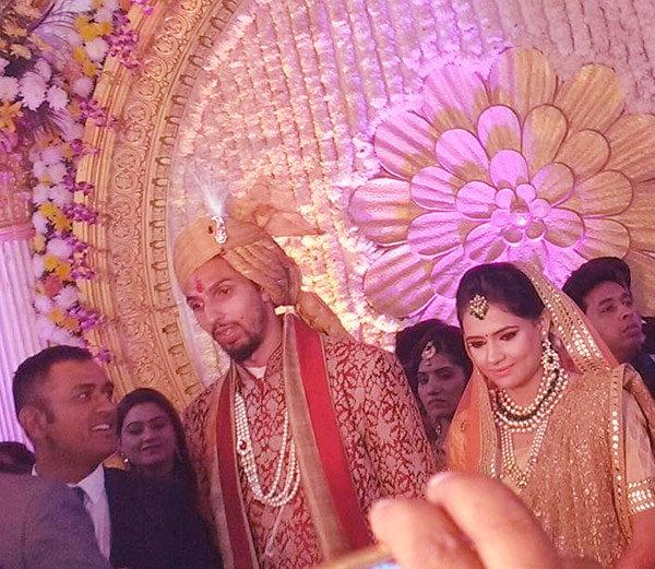 इशांत शर्मा आणि प्रतिमा सिंह यांचा शुक्रवारी गुडगांवमध्ये विवाह झाला. - Divya Marathi
