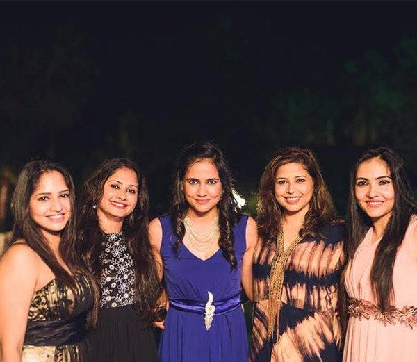 इशांत शर्माची पत्नी प्रतिमा सिंह व तिच्या चार बहिणी - Divya Marathi