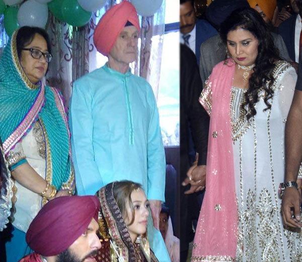 डावीकडे युवीचे सासू-सासरे तर उजवीकडे दुसरी आई नीना... - Divya Marathi