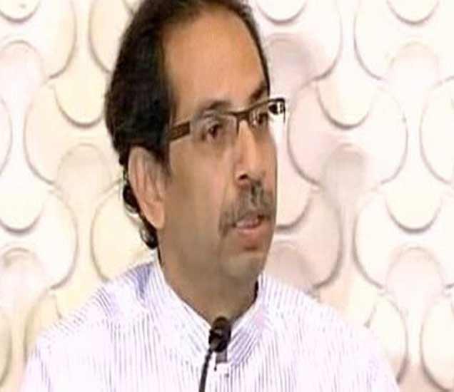 उद्धव ठाकरेंनी करमुक्त उत्पन्न मर्यादा 5 लाखांची करण्याची मागणी केली होती. - Divya Marathi