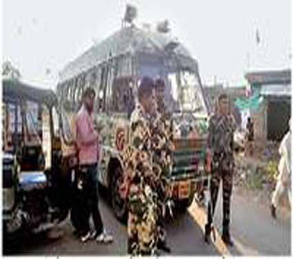घटनास्थळी पोलिसांचा असा बंदोबस्त ठेवण्यात आला होता. - Divya Marathi