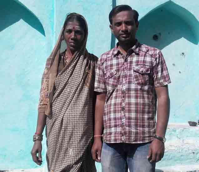 साईनाथ आणि त्यांची आई - Divya Marathi