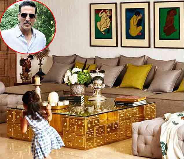घरात खेळताना अक्षय कुमारची मुलगी. - Divya Marathi