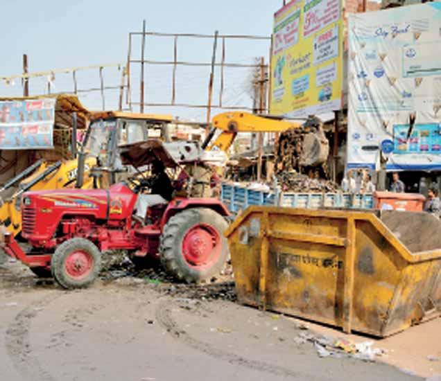 जालना शहरातील विविध भागांत स्वच्छता करण्यात आली. - Divya Marathi