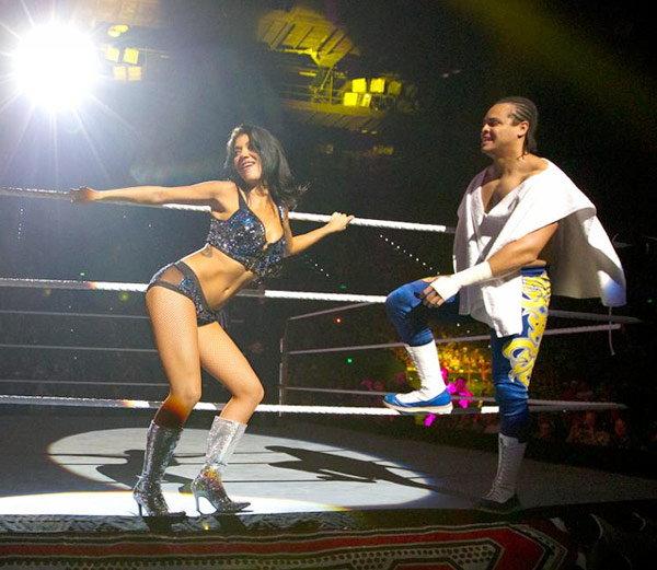 WWE ची ग्लॅमरस रेसलर रोसा मेंडेसने रिंगला बायबाय केला आहे. - Divya Marathi