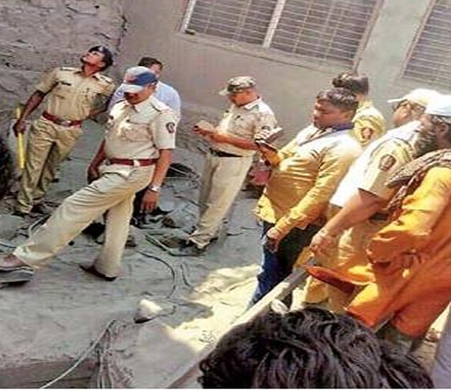 पोलिसांनी घटनास्थळावर धाव घेऊन पाहणी केली. - Divya Marathi