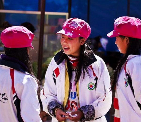 स्पोर्ट्स ड्रेसमध्ये 'मोसुओ' आदिवासी तरूणी... - Divya Marathi
