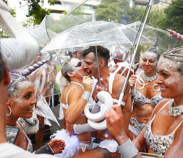 गे-लेस्बियन परेड - Divya Marathi