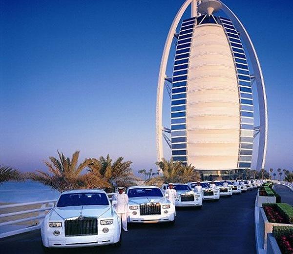 दुबईतील बुर्ज अल अरब हॉटेल... - Divya Marathi