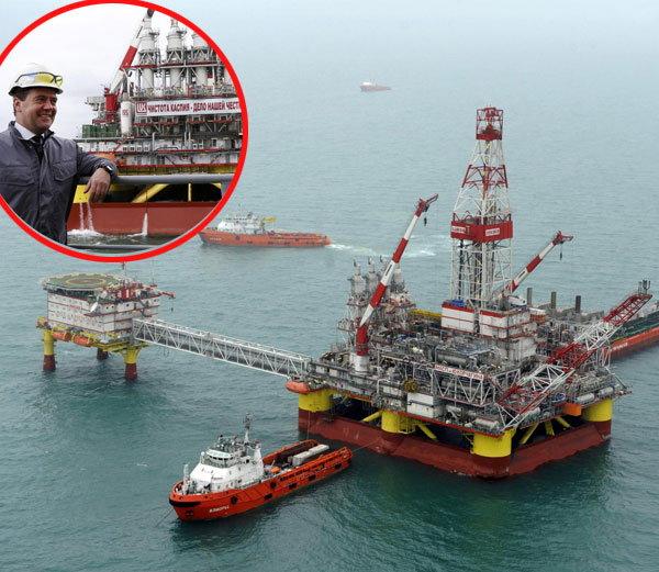 रशिया सध्या प्रतिदिन 10.3 मिलियन बॅरल तेल उत्पादनासह तिस-या नंबरवर आहे. - Divya Marathi