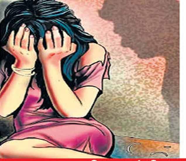 साधारण 15 ते 16 वर्षे वयाच्या मुलीवर 2016 पासून तिचे वडील अत्याचार करत होते. - Divya Marathi