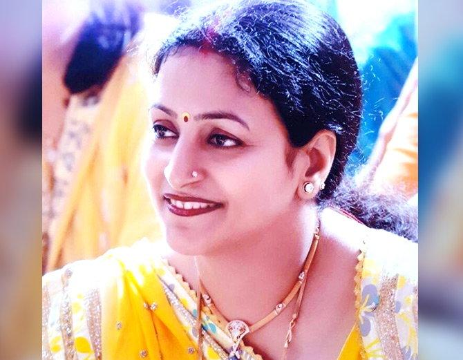 पती खूनाच्या आरोपात तुरुंगात  आहे. नीलम विधानसभेत जाणार. - Divya Marathi