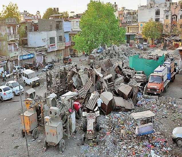 जुन्या महापालिकेजवळील पडीक पडलेले बेग पटांगण. - Divya Marathi