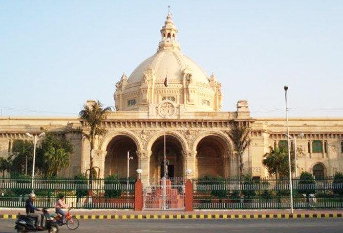 सर्वाधिक कलंकित आमदार भारतीय जनता पक्षात आहे. - Divya Marathi