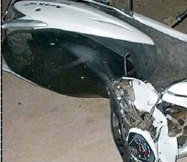 दुचाकीचे झालेले नुकसान. - Divya Marathi