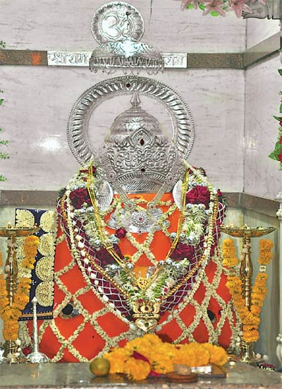 सुपारी हनुमान मंदिराची आकर्षक सजावट करण्यात अाली. - Divya Marathi