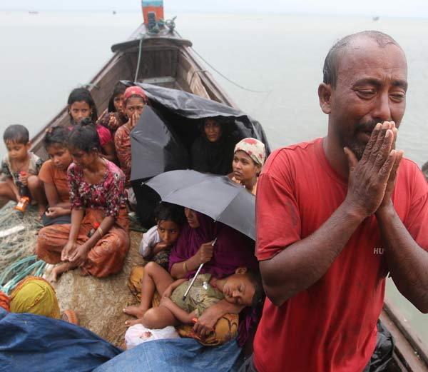 म्यानमारमधील रोहिंग्या मुस्लिमावर आजही प्रचंड प्रमाणात अत्याचार केला जात आहे. - Divya Marathi