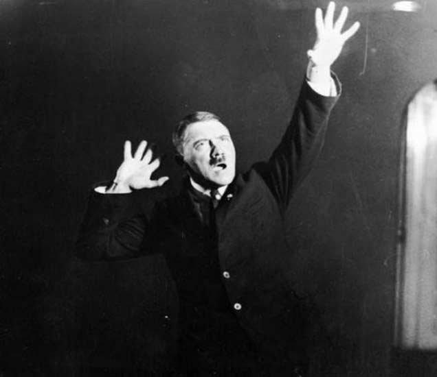अडाल्फ हिटलर... - Divya Marathi