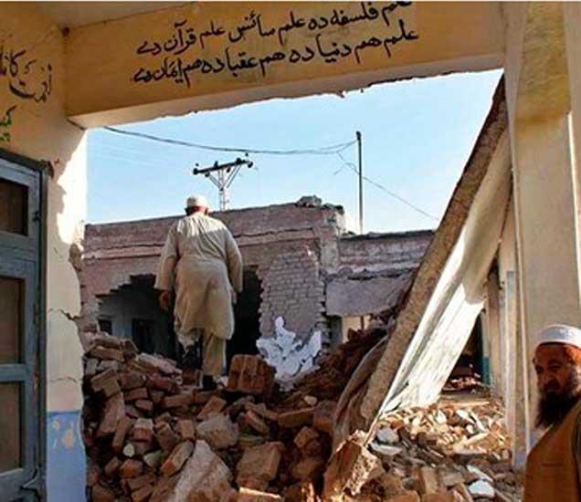 अमेरिकेने इसिसला लक्ष्य करून अफगाणिस्तान आणि पाकिस्तान सीमेवर एमओएबी टाकला. - Divya Marathi