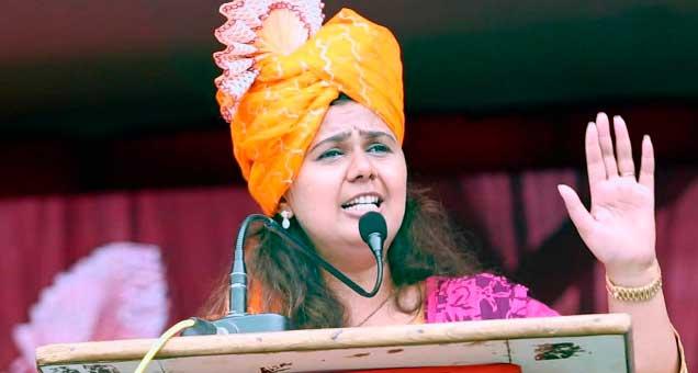 गृह खात्यावर आपला हक्क असल्याची सुप्त इच्छा पालकमंत्री पंकजा मुंडे यांनी माजलगाव येथे रविवारी व्यक्त केली. (फाइल फोटो) - Divya Marathi