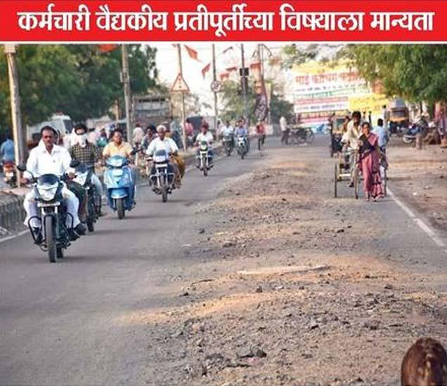 मनपाच्या भुयारी गटार योजनेसाठी असे रस्ते खोदले जात आहेत. - Divya Marathi