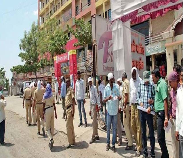 पोलिस बंदाेबस्तात बीड बायपासवर मार्किंग करण्यात आले. - Divya Marathi