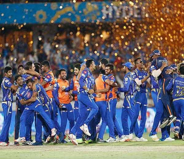 अखेरच्या चेंडूपर्यंत रंगलेल्या रोमांचक सामन्यात मुंबई इंडियन्सने रायझिंग पुणे सुपरजायंट्सला पराभूत करून आयपीएल-१० चे विजेतेपद पटकावले. - Divya Marathi